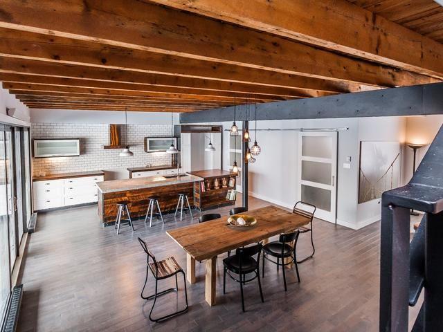 Une maison complètement rénovée à vendre dans la Petite-Bourgogne | Maison, Bourgogne, A vendre