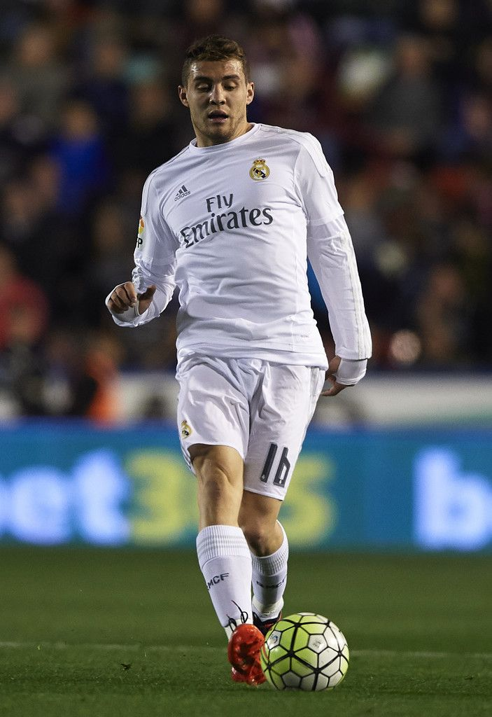 Ateo Kovacic Of Real Madrid Runs With The Ball During The La Liga Match Between Levante Ud And Real Madrid At Ciutat De Vale Real Madrid La Liga Soccer Players