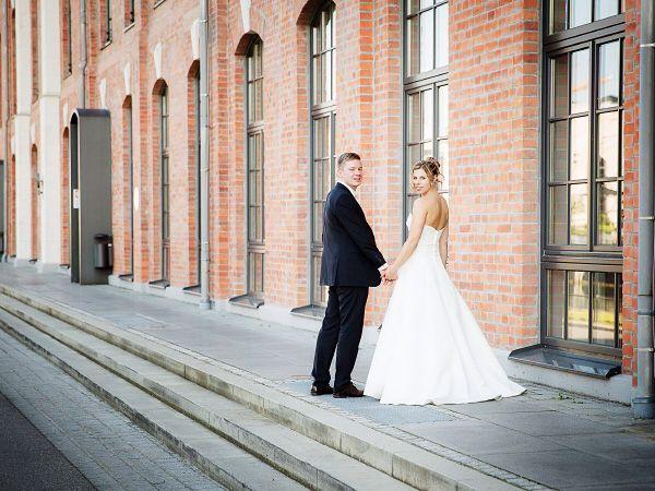 Hochzeit In Der Alten Spinnerei In Rosenheim Paarfotos Paar Fotos Fotos