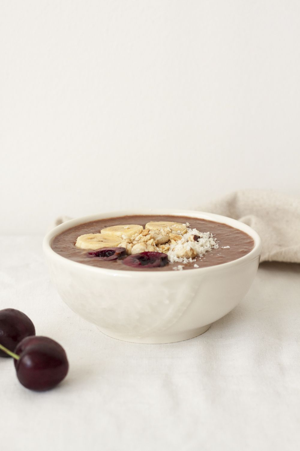 Smoothie bowl de chocolate y canela | My wholistic life