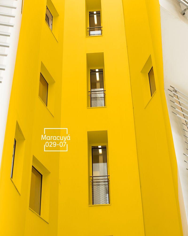 Un color frutal que refrescar tu fachada exteriores for Decoracion de exteriores de casas pequenas