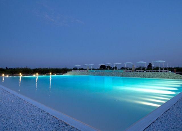 Intimo resort con piscina e spa nella riserva naturale del Plemmirio a pochi passi dalle spiagge di Siracusa - colazione, drink di benvenuto, ingresso alla spa ed extra.