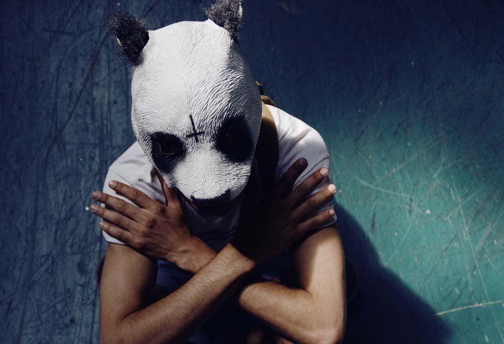 картинки на аву маска панды на человеке всех