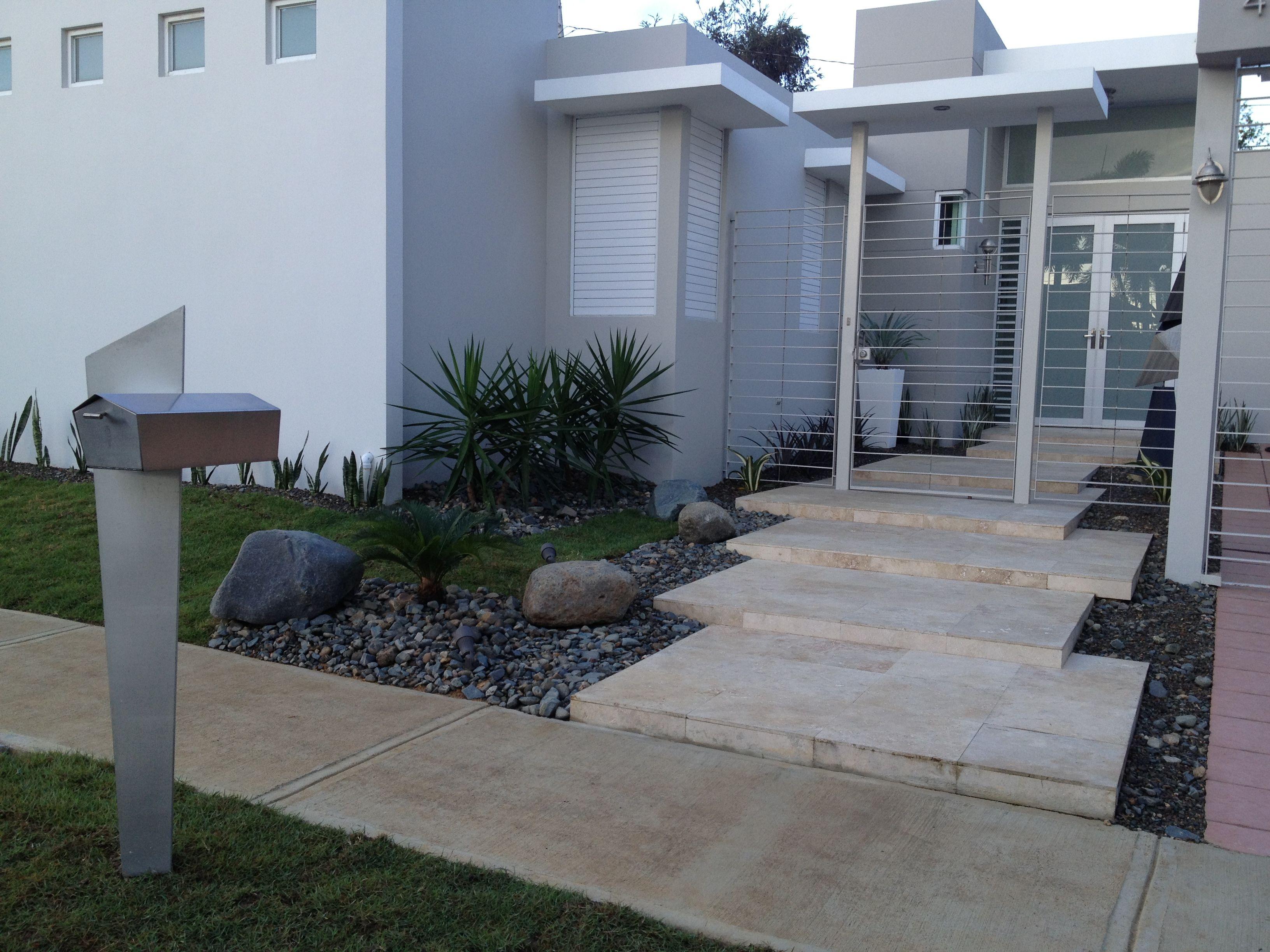 Jardin moderno garden irrigation serv pinterest for Jardines modernos