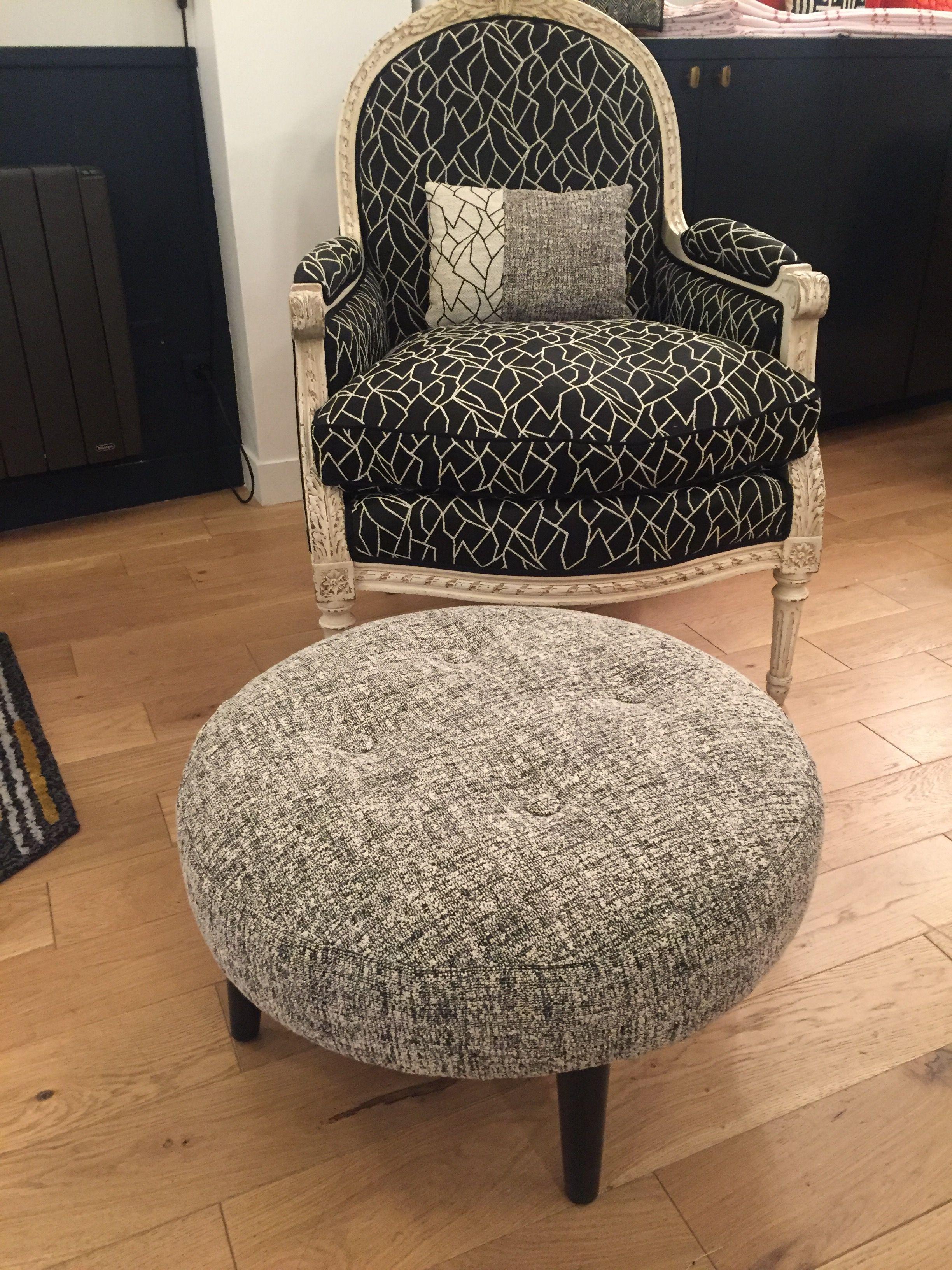 Tapissier Paris 20 nouvelle vie pour une bergère et un pouf | tapissier