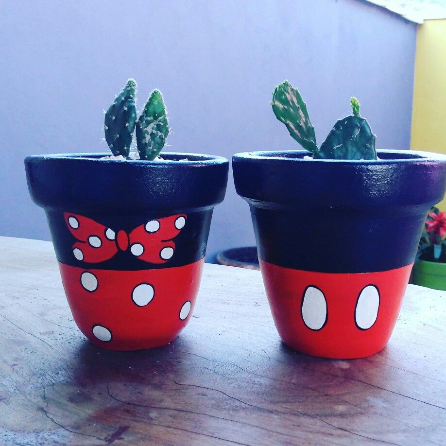Vasinhos Mickey E Minie By Cida Sales Arte Designer Vasos Pintados Vasos Modelos De Vasos