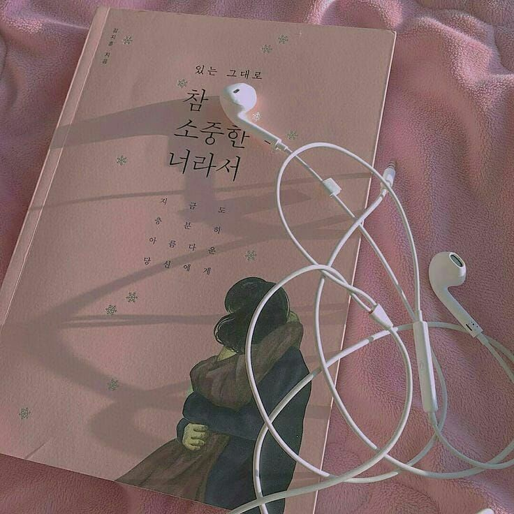 Want to meet you so bad. #cocobunno #beautiful #books #bookworms #earphone #aesthetic #artistic #alone #withyou #missyou #love #distance #music #pink #lights #bed #want #meet