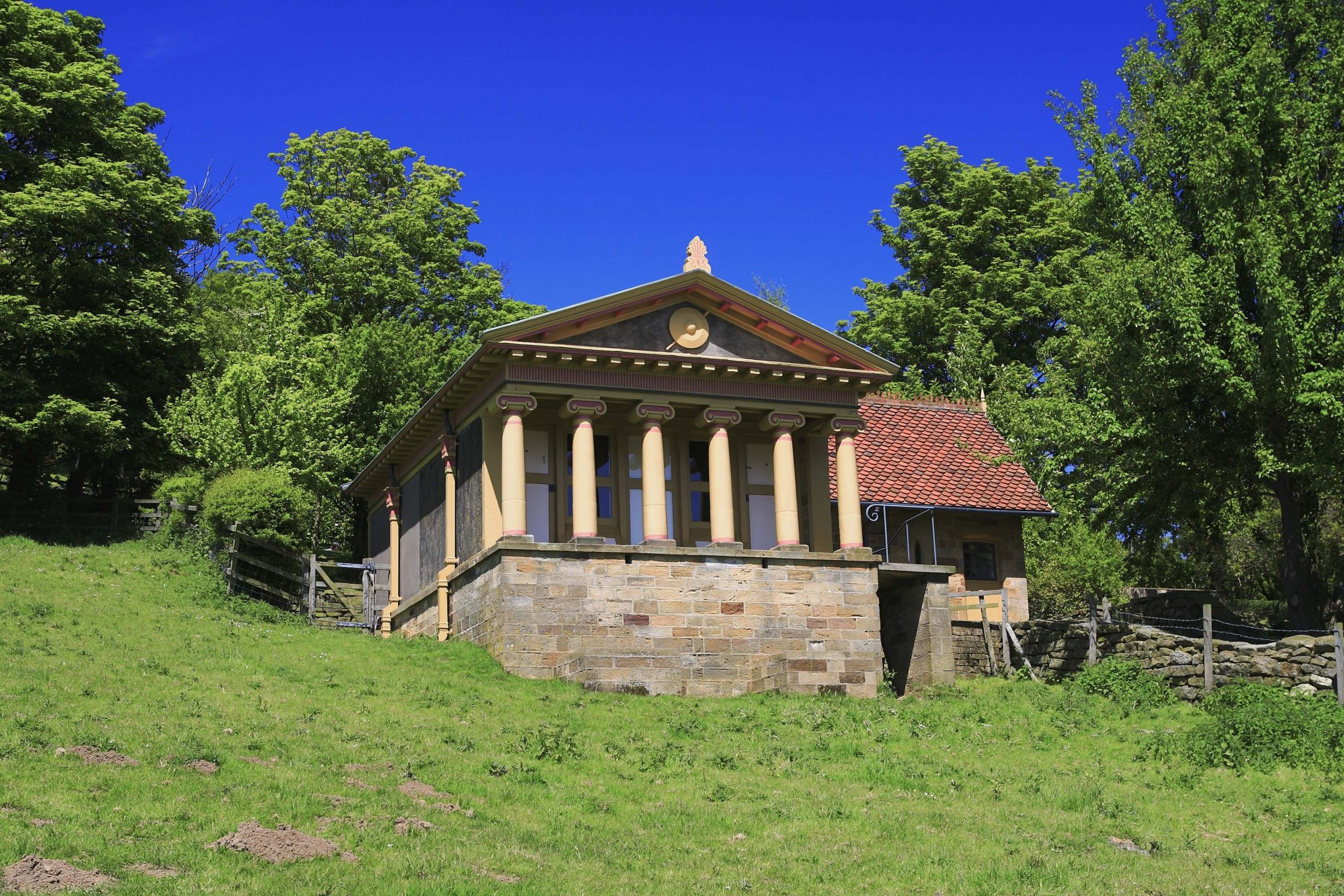 The Pigsty North Yorkshire Sleeps 2 Once A Sty Squire Barry Of Fyling Hall Is Said To Have Been Inspired By Clical Architecture He Came Across In