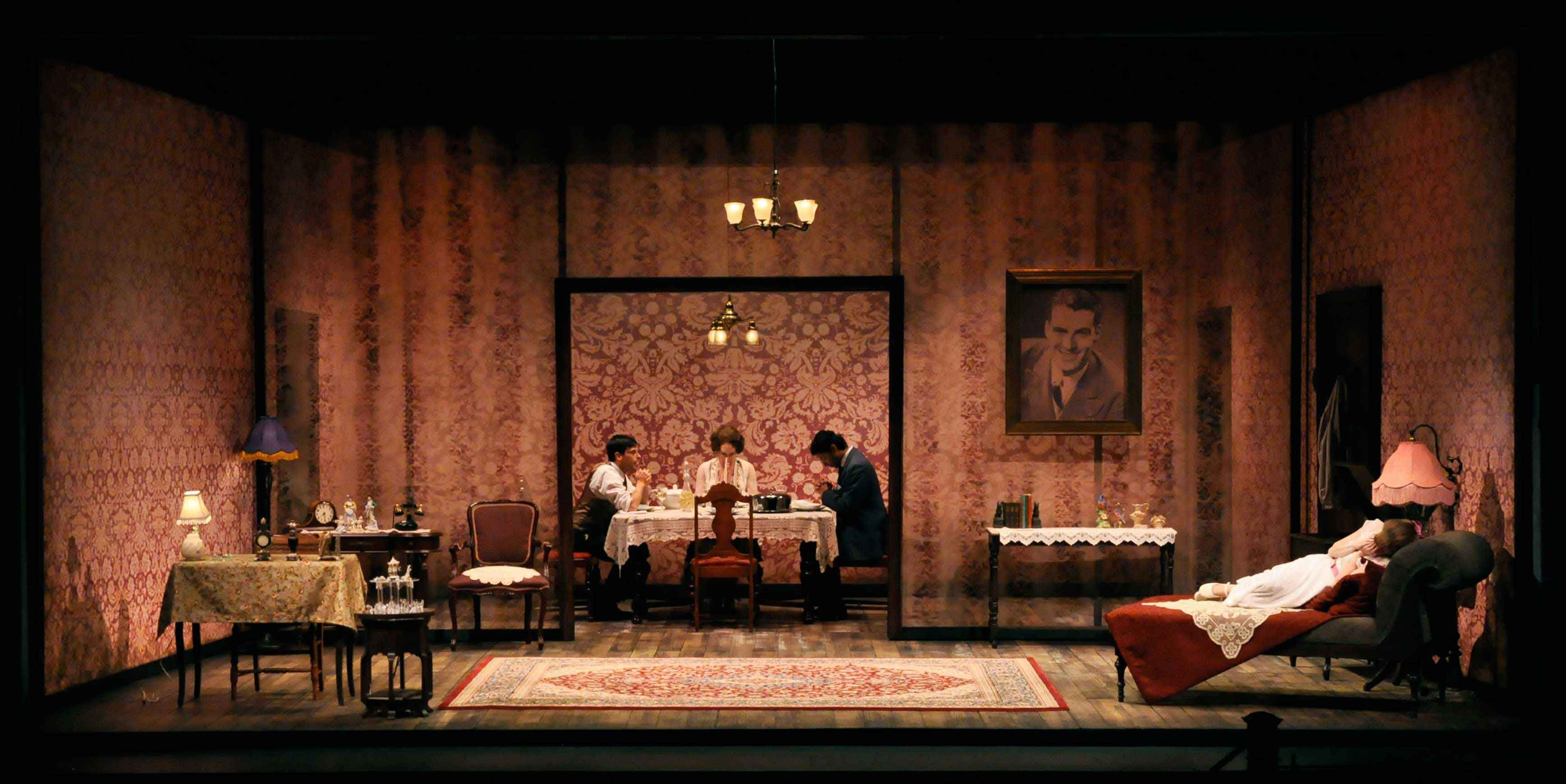 The Glass Menagerie Rep At University Of Delaware Scenic Design By Junghyun Georgia The Glass Menagerie Lighting Design Theatre Set Design Theatre