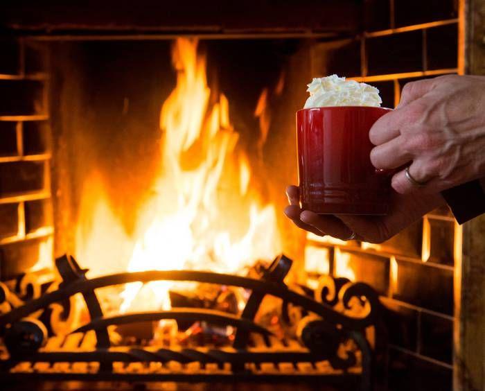 Een Warme Winter : Winter = met een kop warme chocolademelk bij de open haard winter