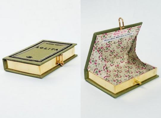 이것, 갖고 싶네! Book Clutch Purse by Olympia Le Tan. DIY Modified versions here http://seekatesew.blogspot.com/2011/01/cwts-reveal-book-clutch-how-to.html and here http://runwaydiy.com/2012/02/02/diy-book-clutch/