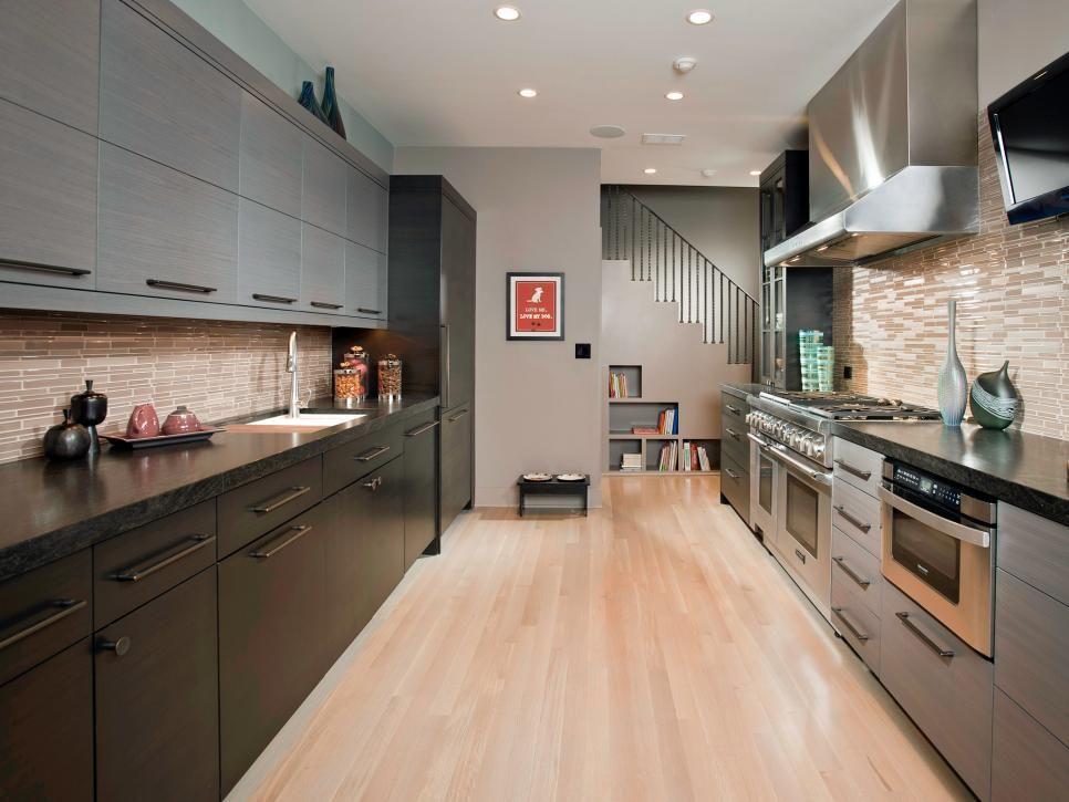 This 8 Foot Wide Kitchen By Aimee Nemeckay And Terri Crittenden For The Susan Fredman Design Group Ha Sleek Kitchen Galley Kitchen Design Modern Kitchen Design
