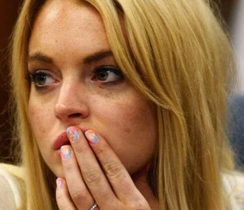 Lindsay Lohan S Courtroom Nails Send A Strong Message Nails Trendhunter Com Lindsay Lohan Hush Hush Celebrities