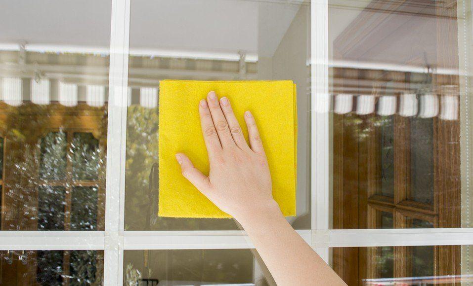 10 astuces pour faire disparaître une rayure sur du verre : Les rayures sur  des surfaces en verre peuvent être enlevées à con… | Jambes fines, Efface  rayure, Rayure