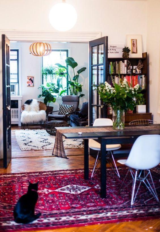 een eclectisch interieur is een mix match van verschillende stijlen op woonblog lees je
