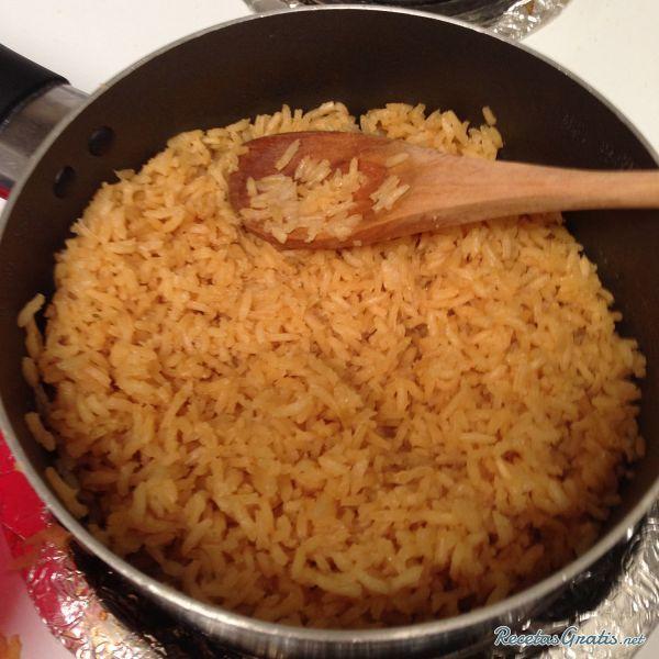 Aprende a preparar arroz con tomate estilo mexicano con esta rica y fácil receta.  Arroz mexicano con sabor a tomate y condimentado con ajo y cebolla en polvo, toda...