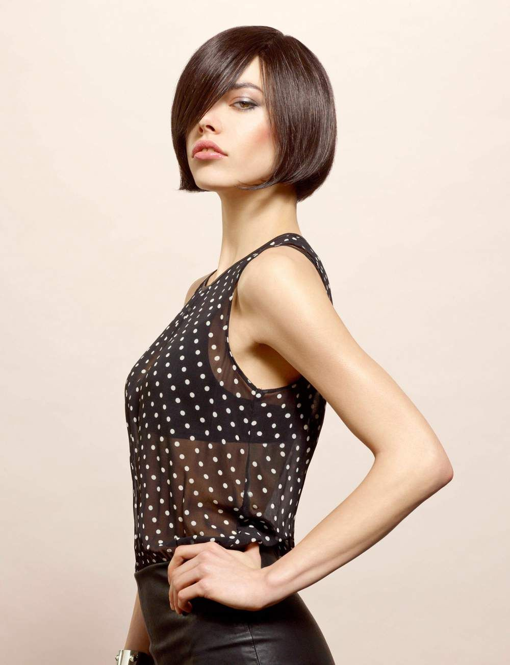 15 coupes au carr adopter femme actuelle coiffure colo coupe pinterest le. Black Bedroom Furniture Sets. Home Design Ideas