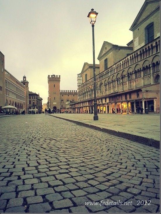 Ravello: Piazza Trento Trieste ( lampione ), Ferrara, Emilia Romagna ...