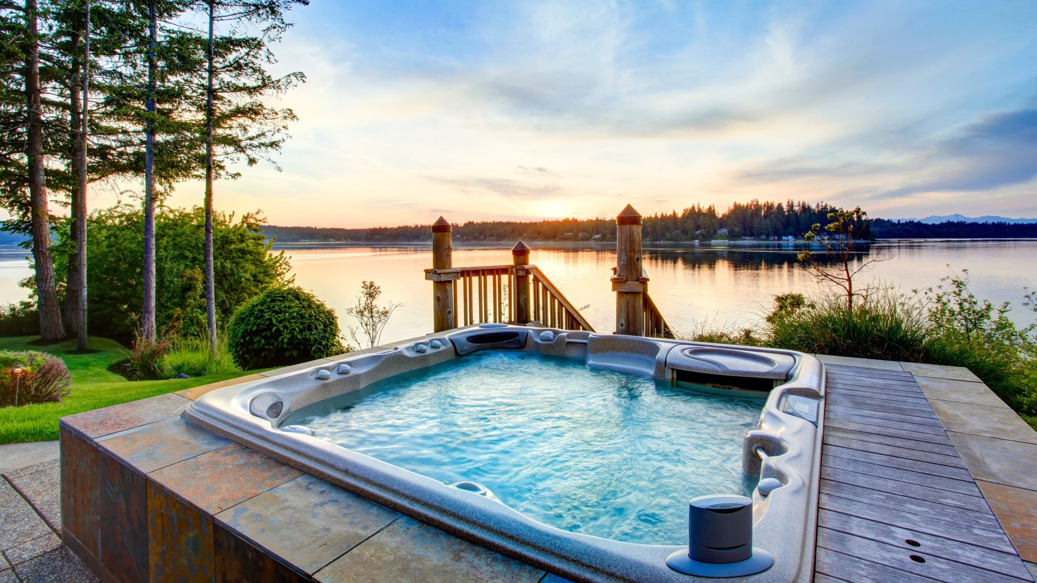Best Hot Tubs 2020 Top Rated Jacuzzis For The Perfect At Home Spa Experience In 2020 Cabin Hot Tub Lodges With Hot Tubs Hot Tub Holidays