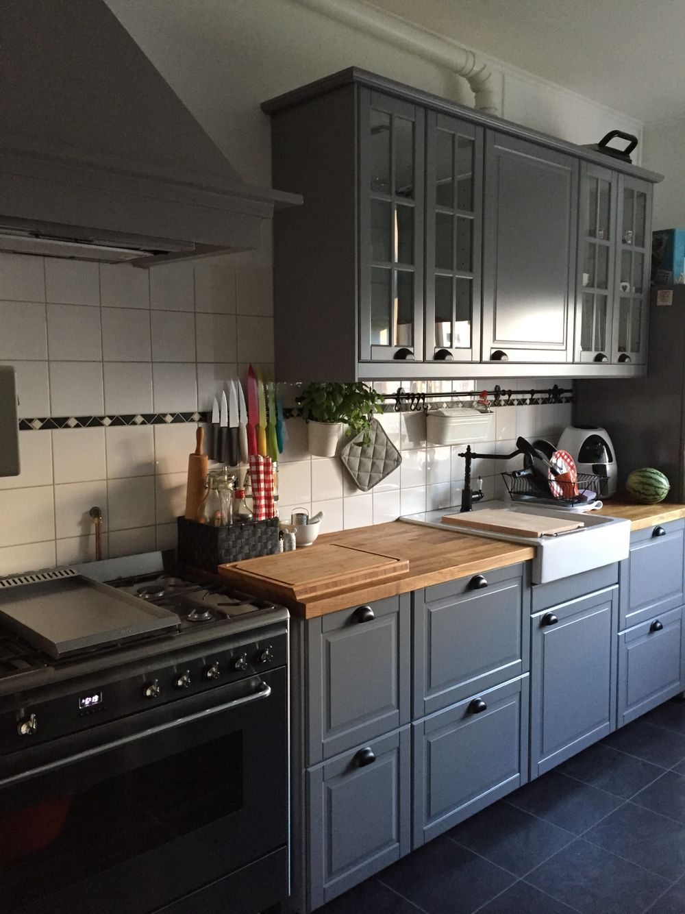 Our new ikea kitchen bodbyn brey with the smeg oven  Cuisine gris