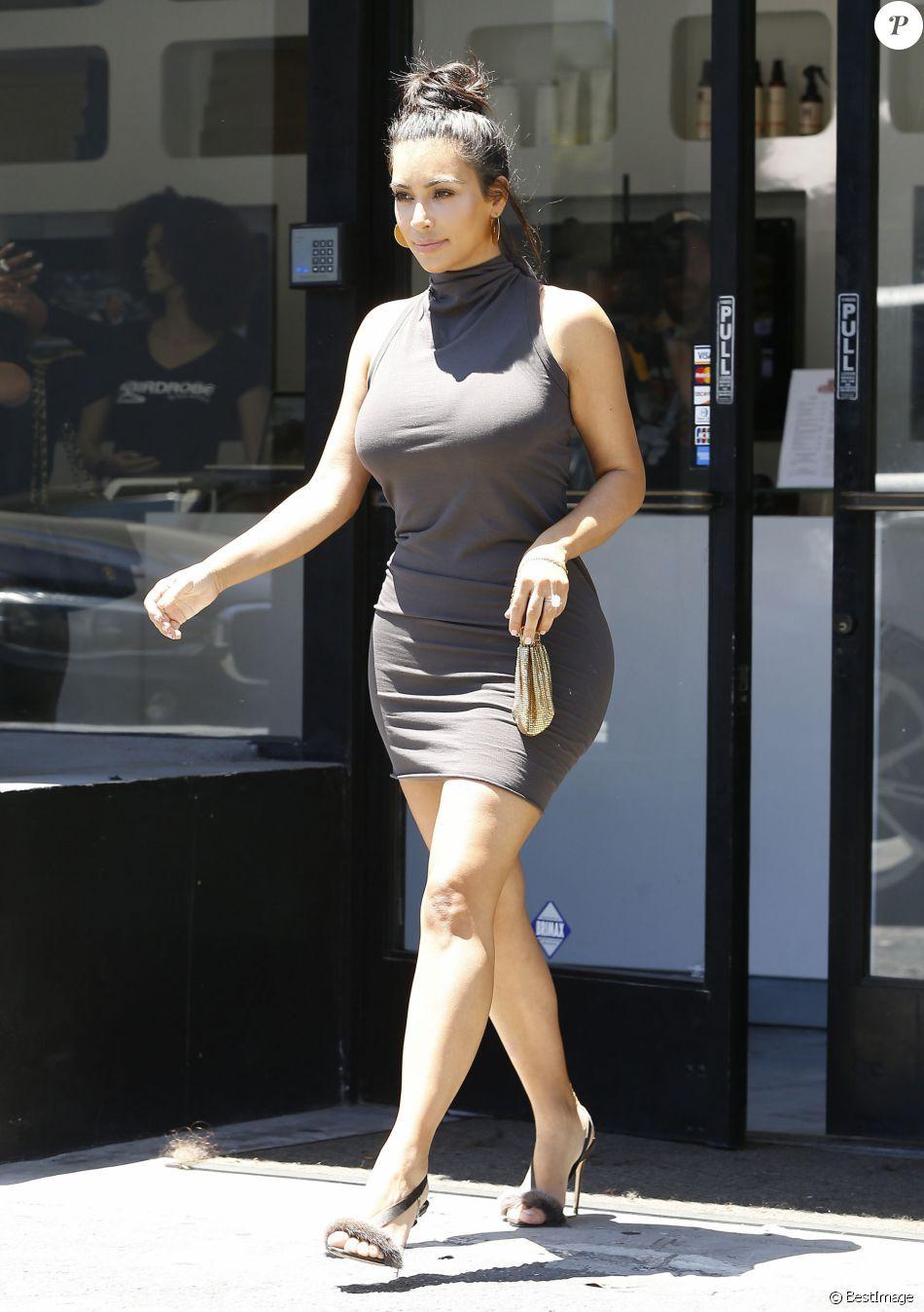 Kim Kardashian : Robe moulante et formes voluptueuses, la bimbo ...