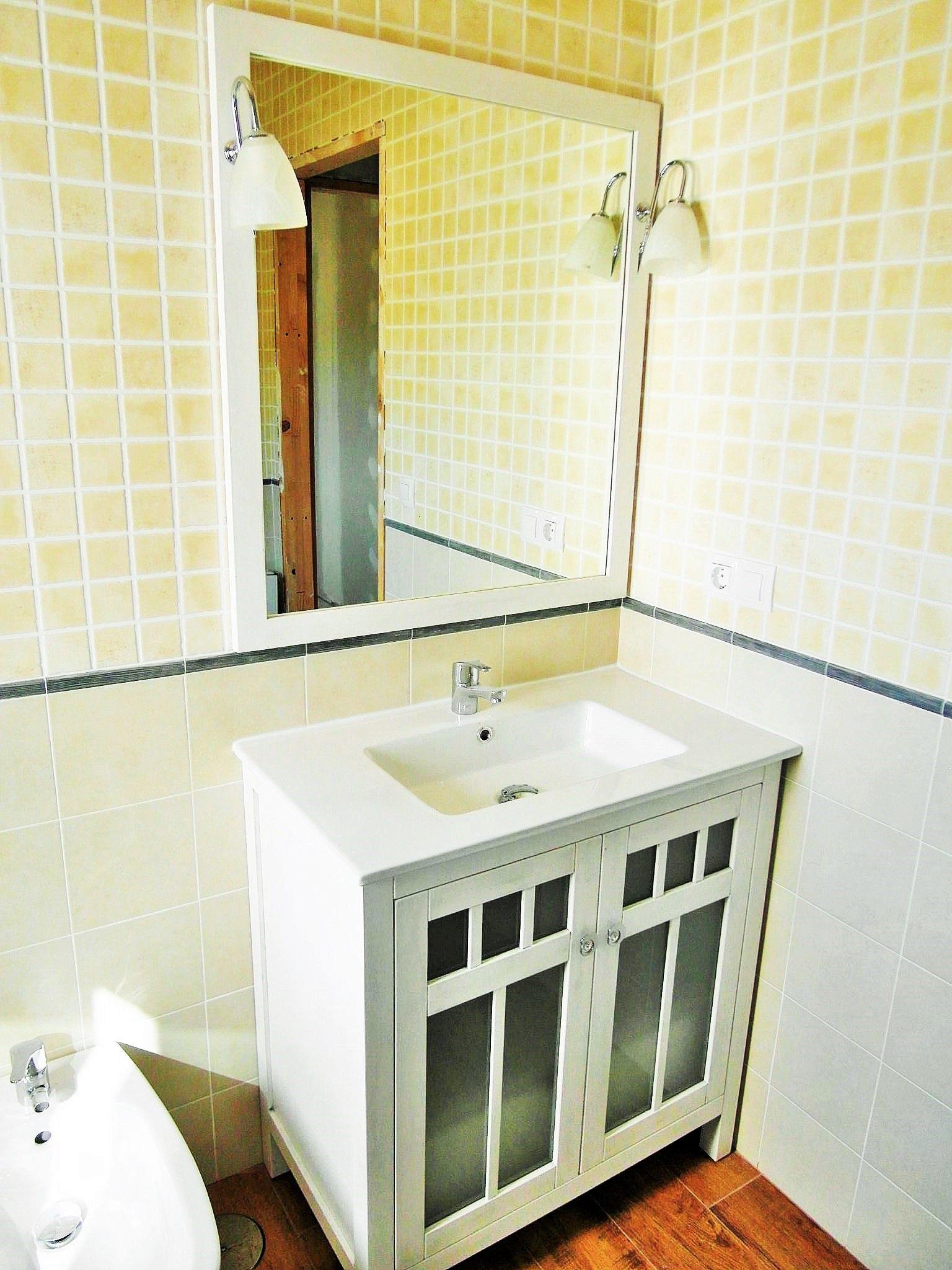 Mueble de ba o en una de nuestras viviendas prefabricadas - Viviendas de acero ...