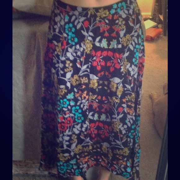 Shin-ankle length floral skirt Black shin-ankle length skirt with beautiful colorful floral pattern. Longer on the sides and tapers a bit in the front and back. Zipper closure Forever 21 Skirts