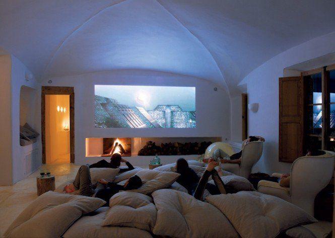 sala de cine en casa con puff grandes LOVE LIVE cines en casa