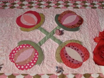 Love Apple Table Runner Quilt   Great For A Valentineu0027s Day Table. Pink,  Pink