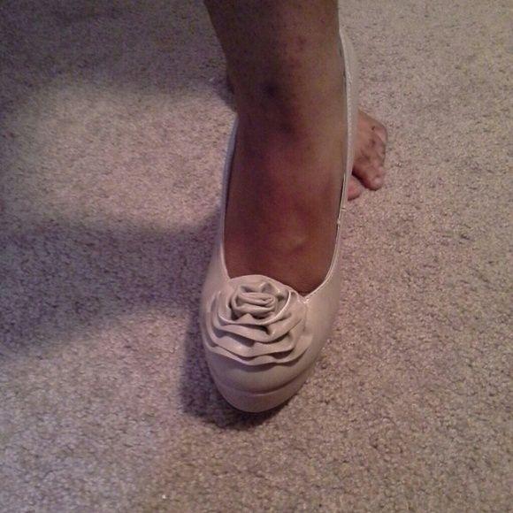 BRAND NEW BEIGE PUMP VERY SEXY BEIGE PUMPS Shoes