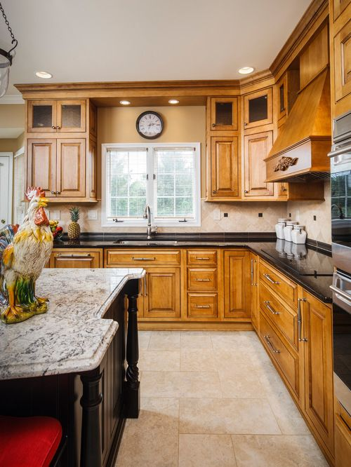 traditional l shaped eat in kitchen design ideas remodels photos with medium tone wood on l kitchen remodel id=19667