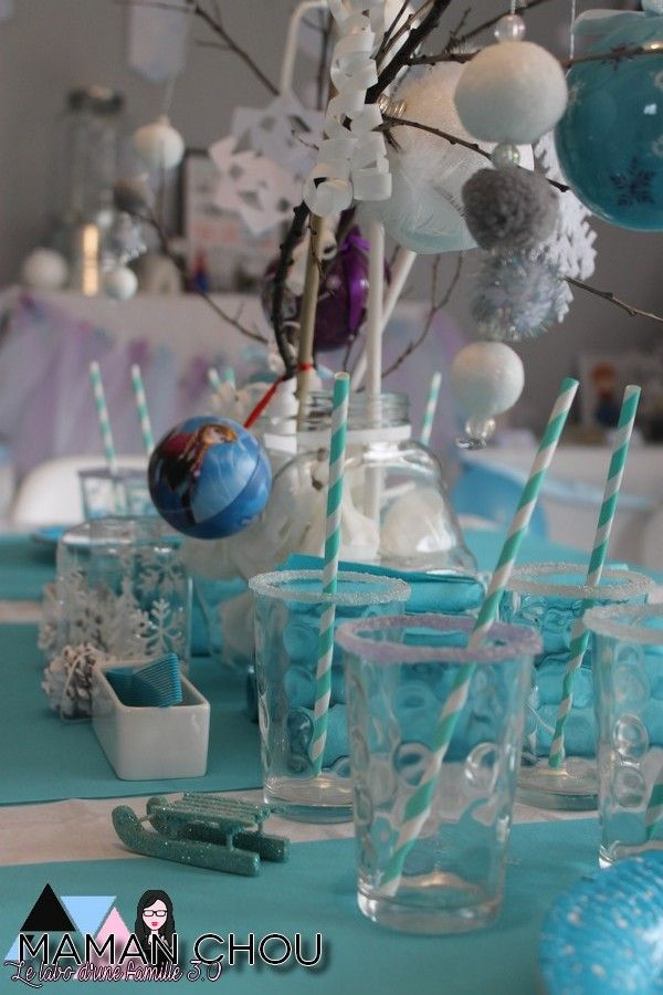 sweet table anniversaire reine des neiges 1 deco anniversaire pinterest reine des neiges. Black Bedroom Furniture Sets. Home Design Ideas