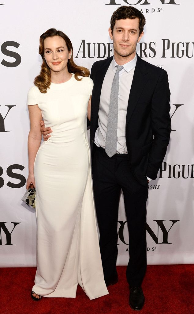 Leighton Meester Adam Brody S First Red Carpet As A Married Couple Celebrity Dresses Nice Dresses Cute Celebrity Couples
