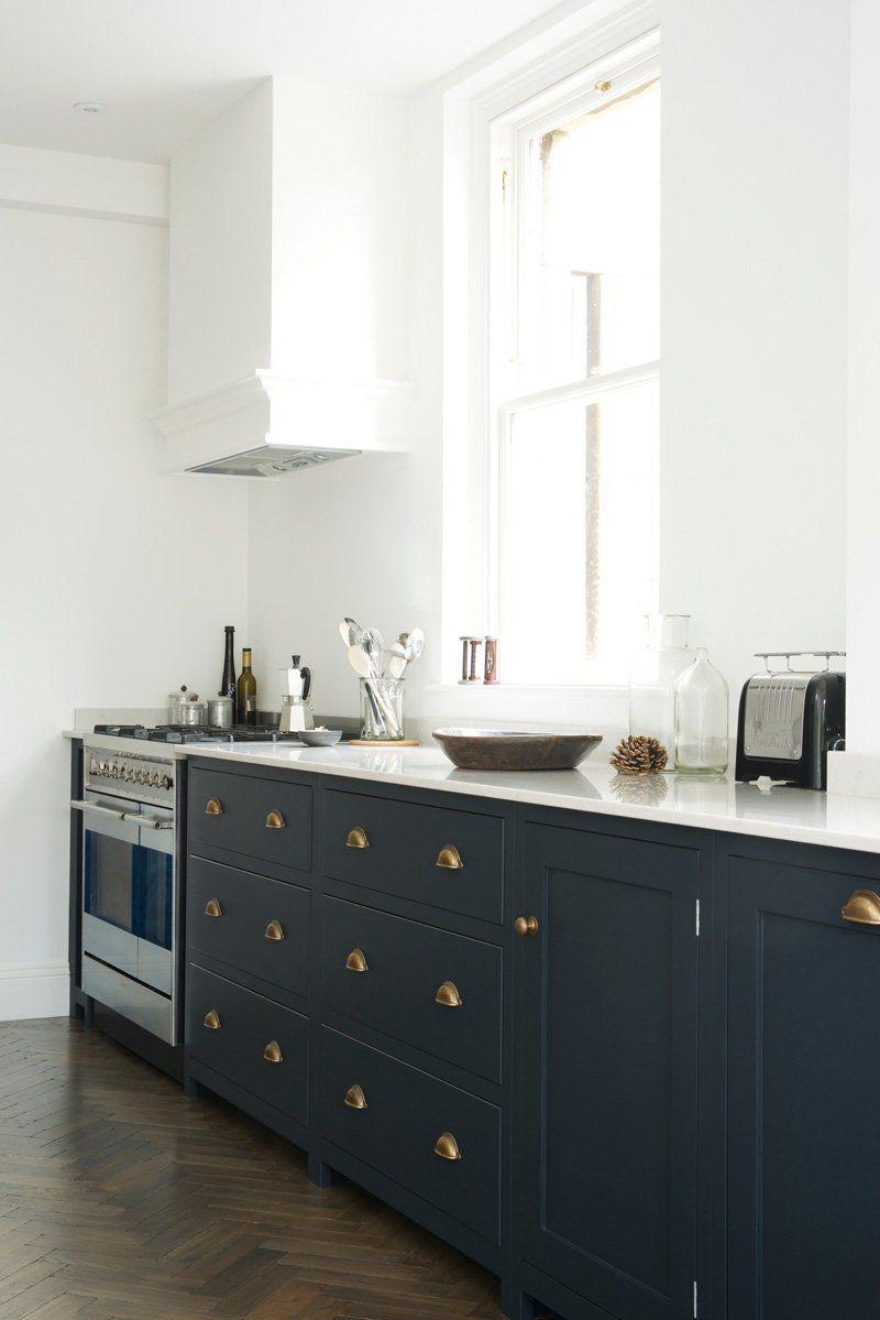 Cuisine bleu gris, canard ou bleu marine ? Code couleur et idées