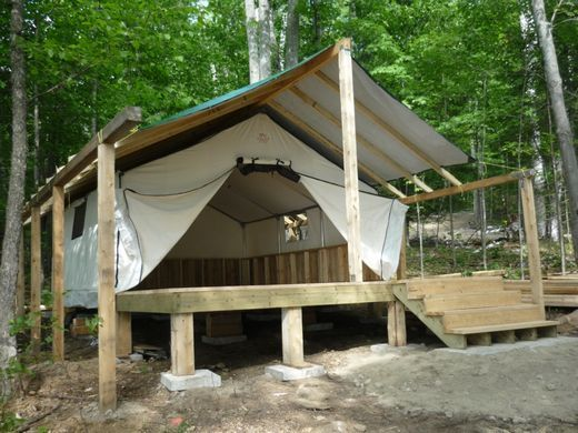 Wall tent on a deck cabins pinterest tentes cabane for Canvas platform tents