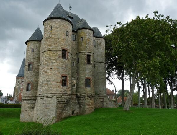 ✅ Donjon de Bours (Pas-de-Calais)