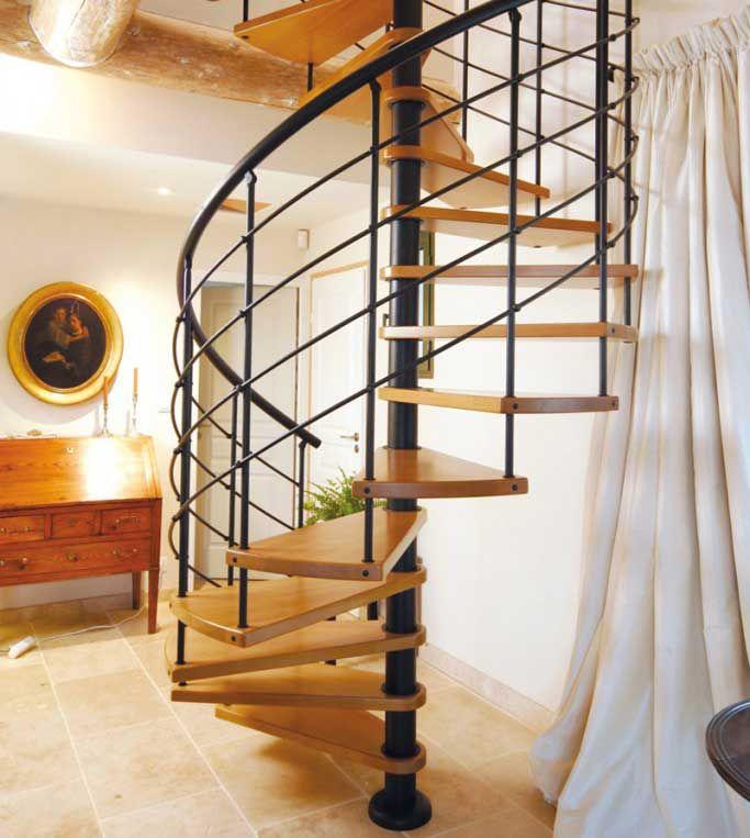 Escalier colima on en bois castille escaliers l 39 echelle europ enne chambre du bas - Escalier colimacon bois ...