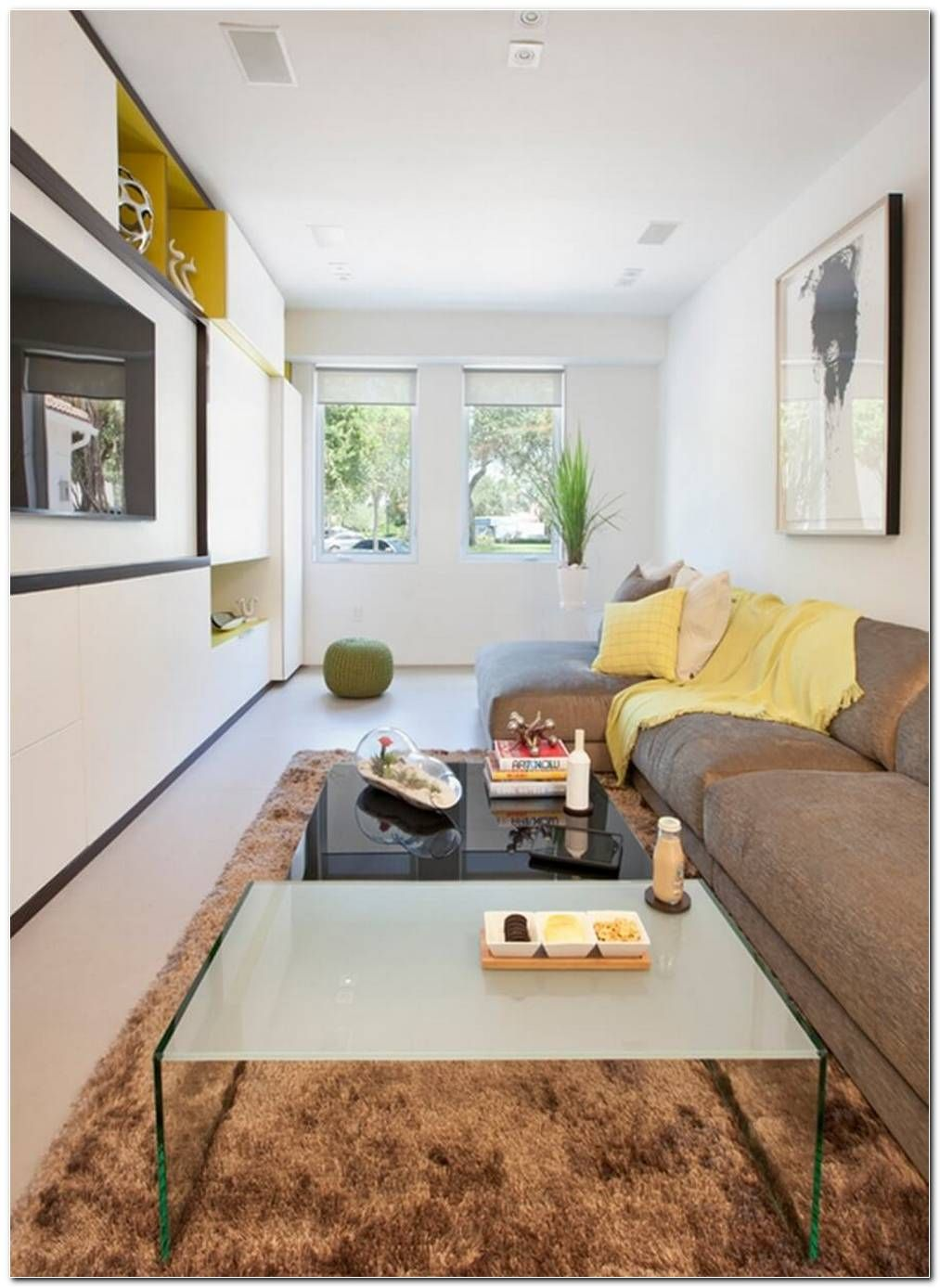 Decoracao De Sala De Estar Pequena Simples E Barata In 2020 Rectangular Living Rooms Long Living Room Long Narrow Living Room