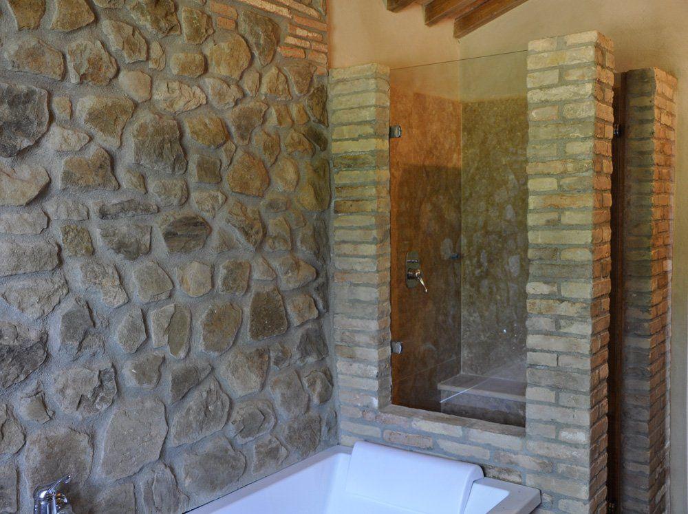 Rivestimento doccia pietra cerca con google bagno miky for Box doccia in muratura foto