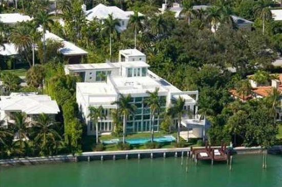Lil Wayne Lists Mammoth 13 Million Miami Mansion Trulia S Blog Celebrity Homes Miami Mansion Miami Houses Mansions