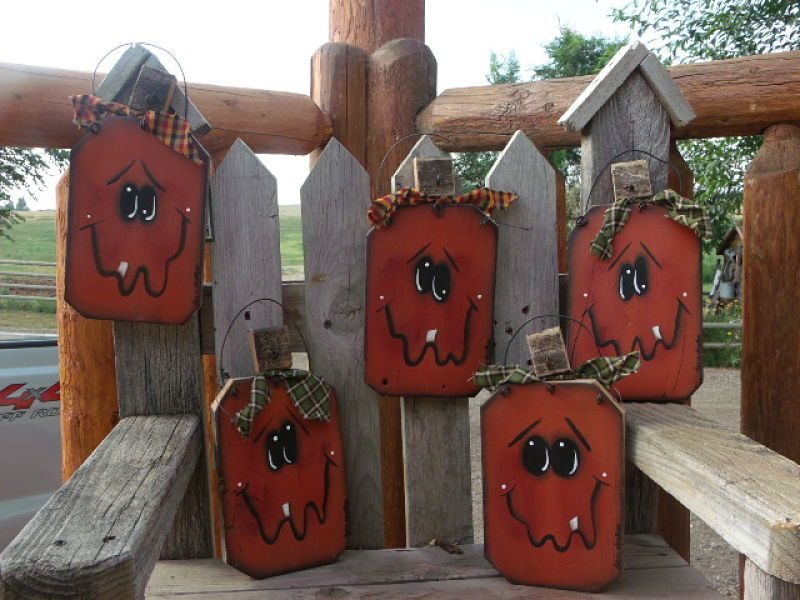 Barn Wood Fence Pumpkin Halloween Decoration