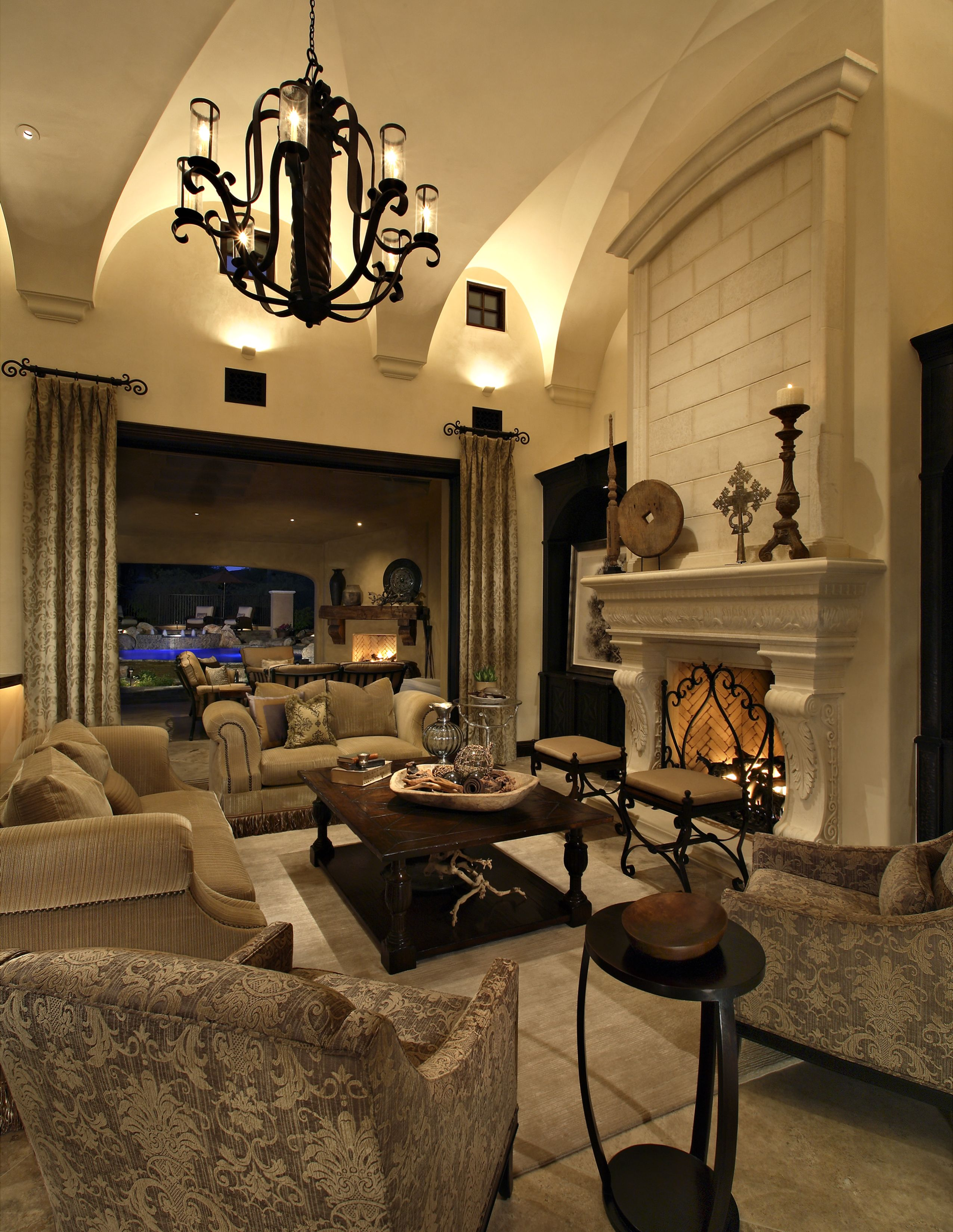 Old World Goes Indoor Outdoor In This Candelaria Design Home Scottsdale Az Www Candelariadesign