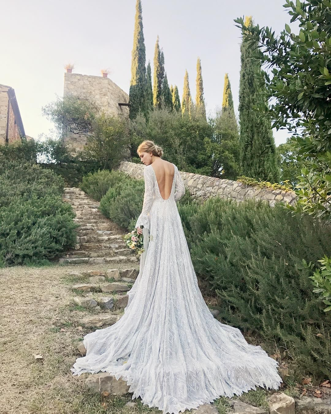 Real Weddings In Tuscany: How Gorgeous Is This Bridal Shot ?! 😍