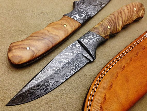 TITAN's Amazing Hand Made Damascus Steel Hunting Knife In
