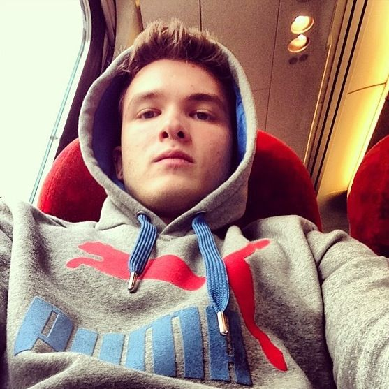 Josh on a train right now:) Dude, let's make that a song!!   Josh on a train! Josh on a train! No he ain't vain, he's just friends with Zayn!
