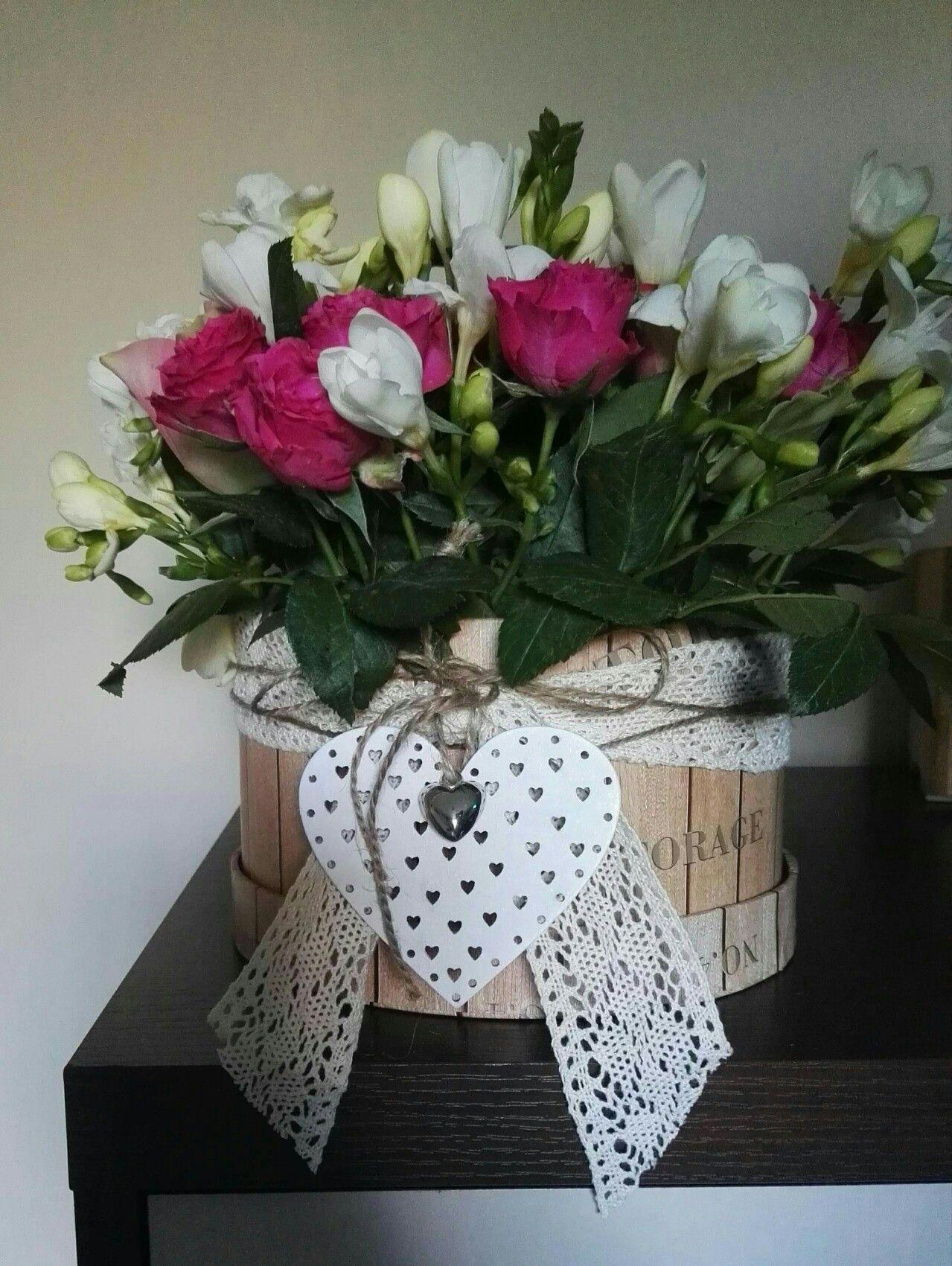 Home Made Flower Box Kwiaty W Pudelku Pomysl Na Bukiet Nowosc Homemade Flowerbox Kwiatywpudelku Pomysl Na Bukiet Nowosc Dzien Planter Pots Planters