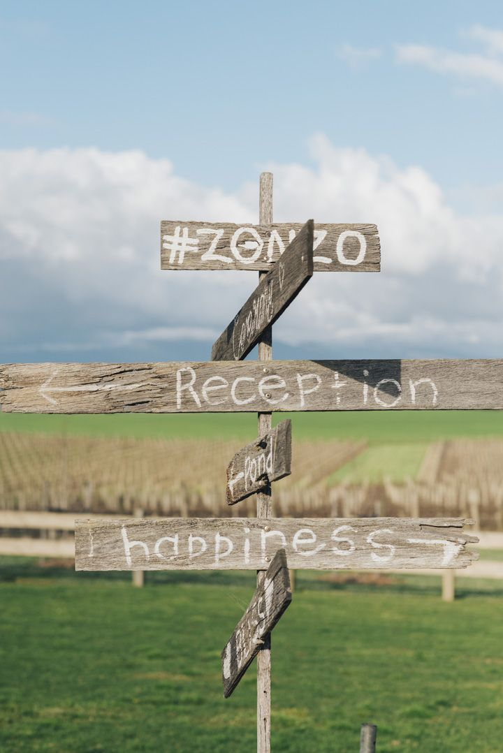 Rustic wedding signs for an Intimate Rustic Chic Wedding in Australia Vineyard | itakeyou.co.uk #wedding #rustic #rusticwedding #barnwedding #vineyardwedding #realwedding #weddingphotos