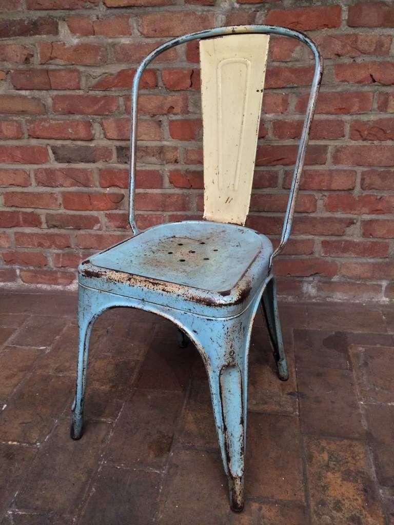 chaise industrielle tolix en patine d 39 origine bleu ciel et. Black Bedroom Furniture Sets. Home Design Ideas