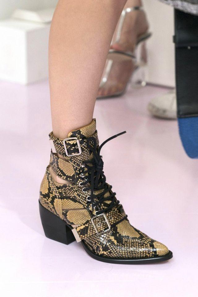 Le scarpe di moda del 2018 sono gli stivaletti e questi