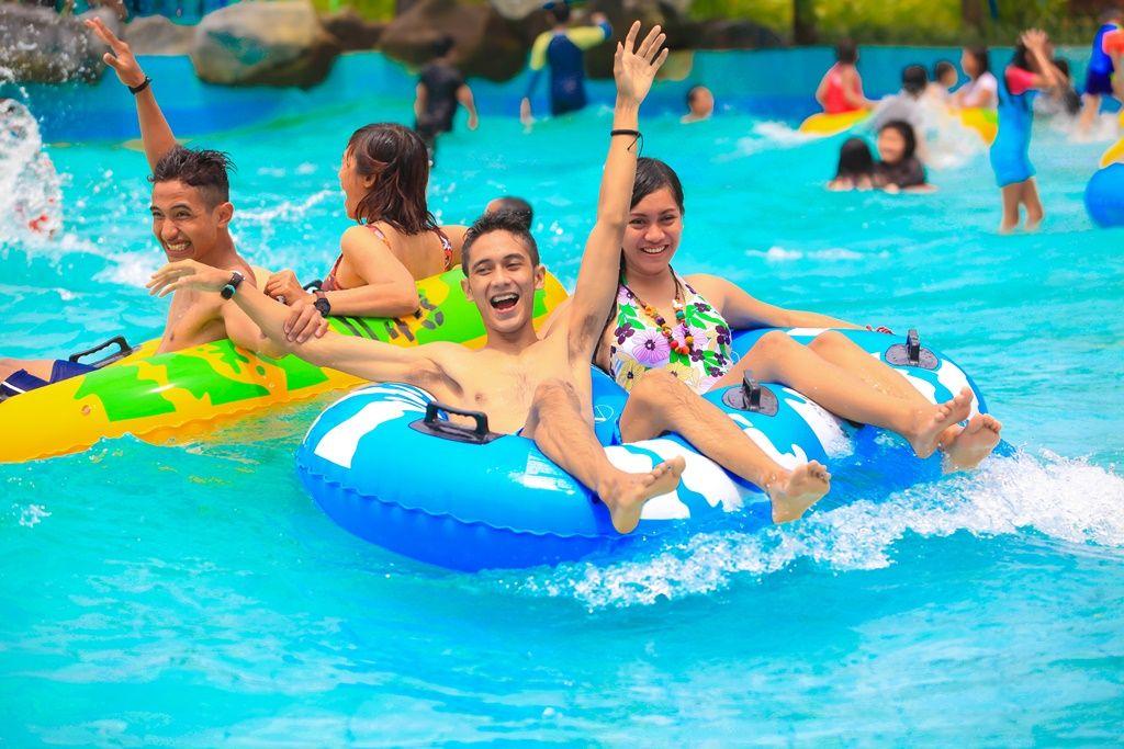 kolam-ombak-ciputra-waterpark